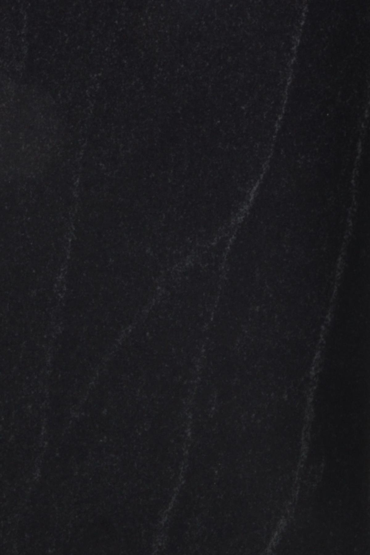 Virgina Black poliert