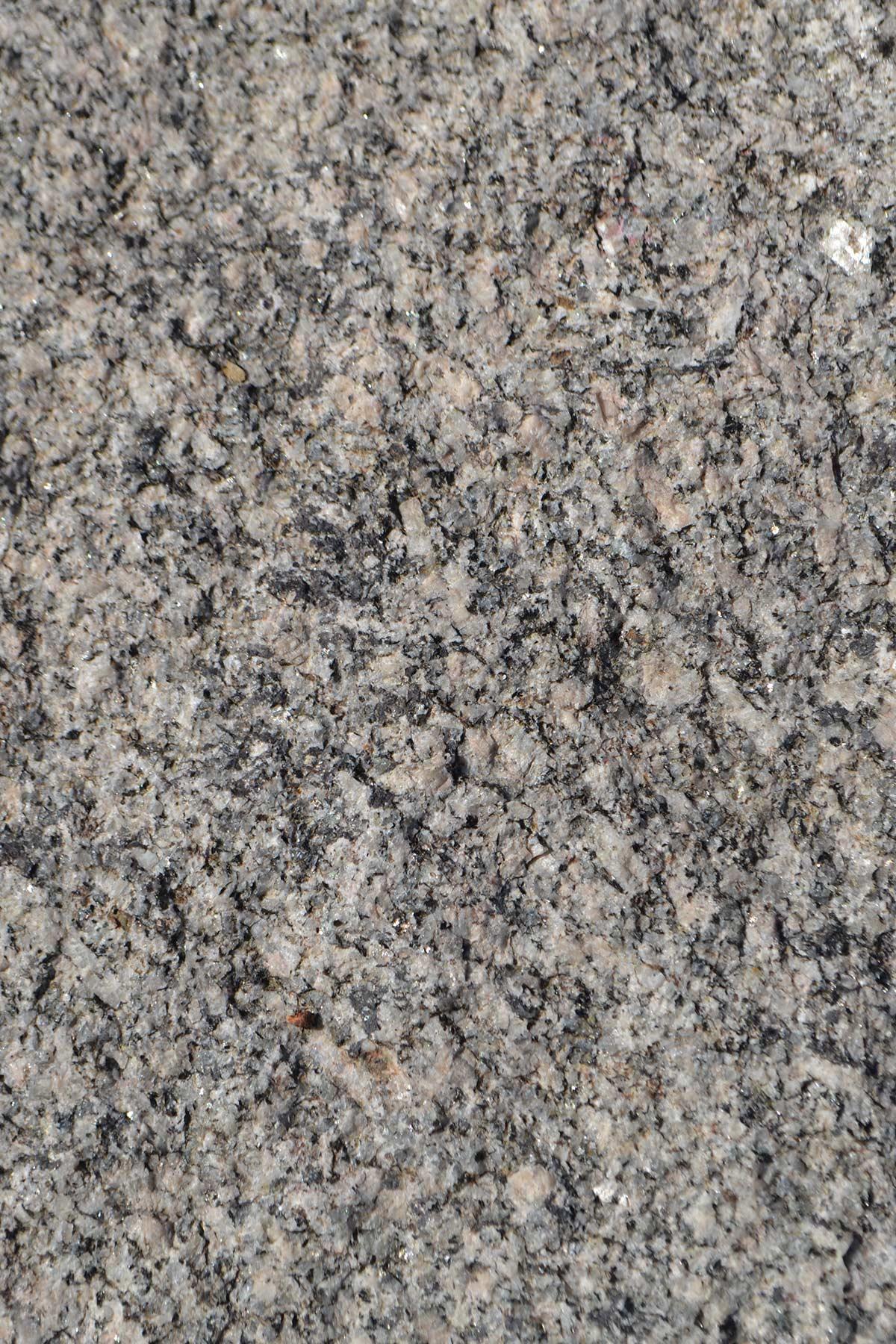 Schwarzwald Granit gespalten